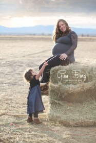 © Gina Burg | Winter Maternity Session